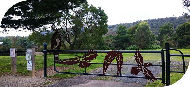 Glenfern Valley Bushlands entrance from carpark.